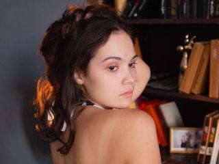 HoneyBunyy nude on cam