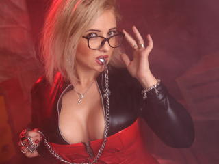 Voir le liveshow de  Vixenmilf de Xlovecam - 38 ans - I'm bossy, greedy, arrogant, erotic, irresistible, cruel but playful. Your here to serve as a so ...
