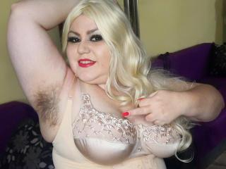 model KaryQueen photo