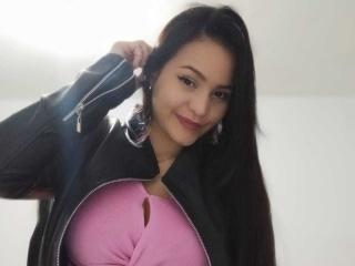 PrettyAdelinee Cam