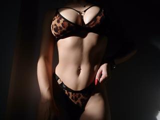 free xLoveCam AmiraMia porn cams live
