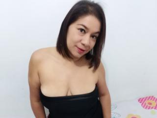 AdaraVisiosa sexy cam girl