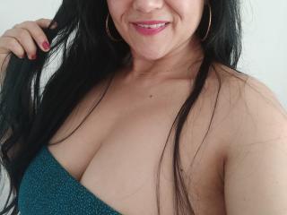 SweetieOnline sexy cam girl