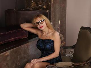 model BlondPussy photo