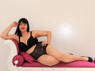 Voir le liveshow de  AlexaTits de Xlovecam - 25 ans - I can make you so hard and horny that you won't know what hit you!  I aim to please and you won' ...
