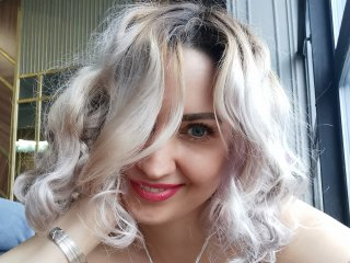 KateAttraction nude on cam