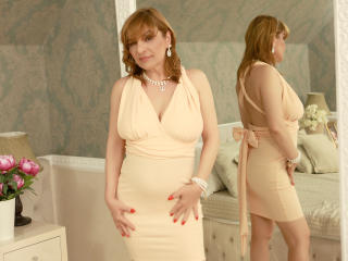 Voir le liveshow de  FoxyHotMilfX de Xlovecam - 48 ans - Beautiful, sexy, exotic, charming, captivating smile, sweet and naughty at the same time, a r ...