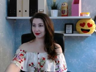 Voir le liveshow de  MiriamRose de Xlovecam - 29 ans - I want to sleep under a different piece of sky, I want to  live a little bit before I die, I wa ...