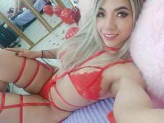 free xLoveCam SofieWhite porn cams live