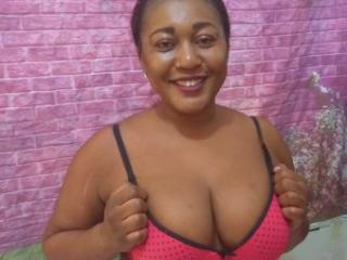 Voir le liveshow de  EbonyFlavor de Xlovecam - 22 ans - Im just a nice girl who loves to enjoy life, without limitation,,,enjoy the present and have g ...