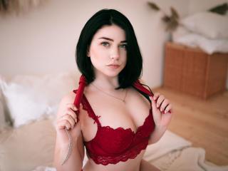 AbigailSaunder nude on cam