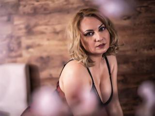 LeahLion nude on cam