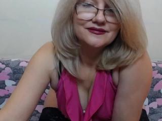 BlondWoman nude on cam