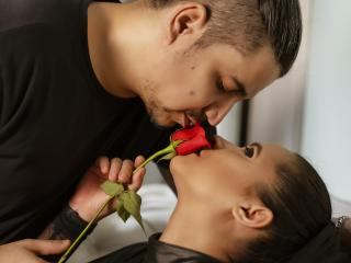 Voir le liveshow de  KattXAstton de Xlovecam - 35 ans - We are a couple of very hot Latinos, and with a desire to meet you.