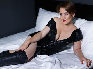 Voir le liveshow de  GingerBarr de Xlovecam - 31 ans - Good girl goes to heaven, but I`m planing to climb on the gates of it. Well, what you see is wh ...