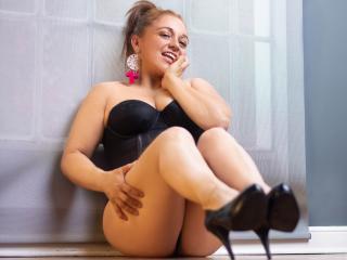 EmmaCollinns nude on cam